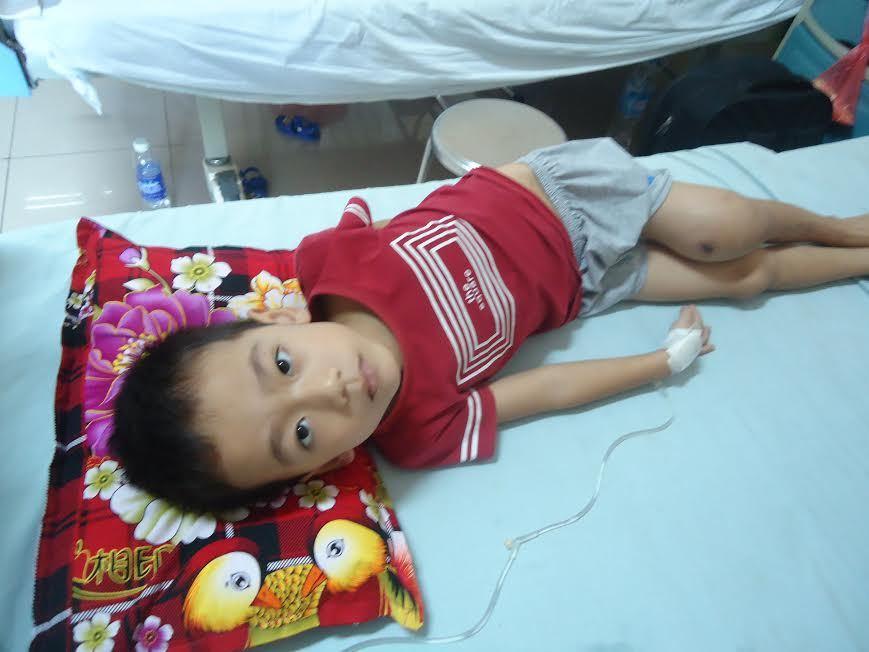 Bé trai 6 tuổi bị ung thư xương mong mỏi được sống