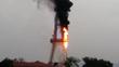 Tháp truyền hình Tuyên Quang bốc cháy dữ dội