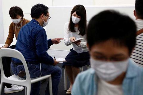 Đeo khẩu trang, hẹn hò siêu tốc tại Nhật