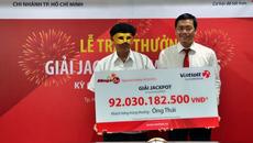 Trúng xổ số 92 tỷ: Trao thưởng bí mật, đeo mặt nạ nhận 83 tỷ