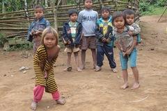 Khó thoát nghèo hay chúng ta quen sống khổ?