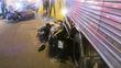 Xe tải cuốn xe máy vào gầm, 2 người thương vong
