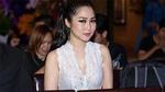 Hương Tràm diện áo ren mỏng tang đến mừng đàn anh ra album mới