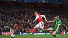 Ozil lập hat-trick, Arsenal thắng kiểu tennis