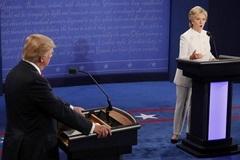 Đấu khẩu lần 3: Hillary tố Trump 'nước mắt cá sấu'