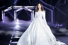 Hoa hậu Mỹ Linh đẹp ngỡ ngàng làm vedette giữa dàn mẫu 'khủng'