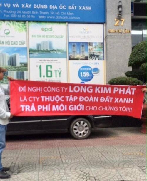 dự án Khu dân cư thị trấn Trảng Bom, Dự án Gold Hill, mang băng-rôn đi đòi nợ