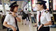 Gặp 2 nữ phi công 9X đầu tiên của hàng không Việt Nam