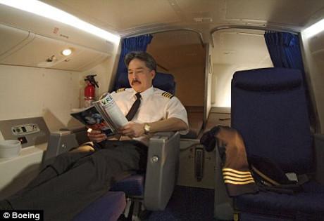 Khoang bí mật tiếp viên, phi công thư giãn trên máy bay