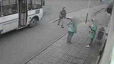 """Cô gái thoát nạn nhờ """"Lục Vân Tiên"""" ở trạm xe buýt"""
