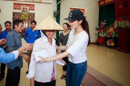Á hậu Huyền My, Á hậu Huyền My làm từ thiện ở miền Trung, từ thiện miền Trung