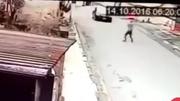 Chặn nhầm xe cảnh sát và hậu quả đau đớn của tên cướp