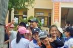 Khoảnh khắc sao Việt làm từ thiện gây xúc động mạnh