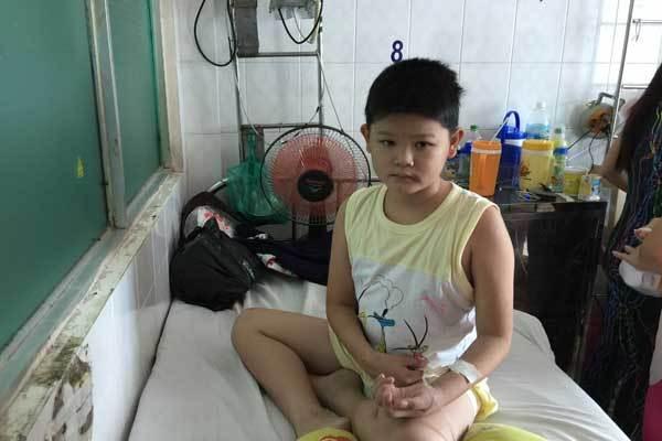 Ước mơ nhói lòng của cậu bé ung thư mồ côi cha