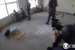 Xem đặc nhiệm đấu súng tay đôi với IS
