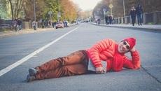 Quang Thắng nằm giữa đường rét mướt để chụp ảnh