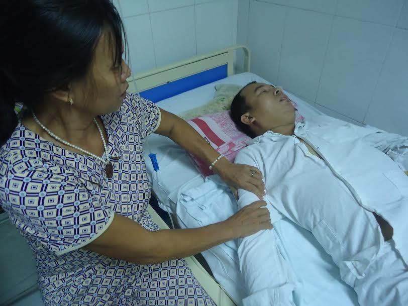 Con viêm tụy cấp, suy thận mãn, mẹ nghèo bất lực