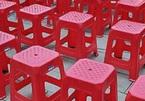 Vì sao trên mặt ghế nhựa nhất định phải có 1 lỗ hình tròn?