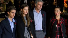 """Nhớ vợ con, Mourinho sống """"thảm họa"""" ở Manchester"""