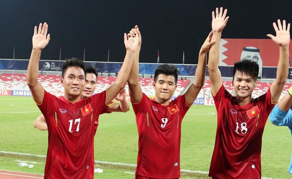 """HLV Hoàng Anh Tuấn: """"Ai nghĩ U19 Việt Nam đánh bại Nhật Bản, giơ tay!"""""""