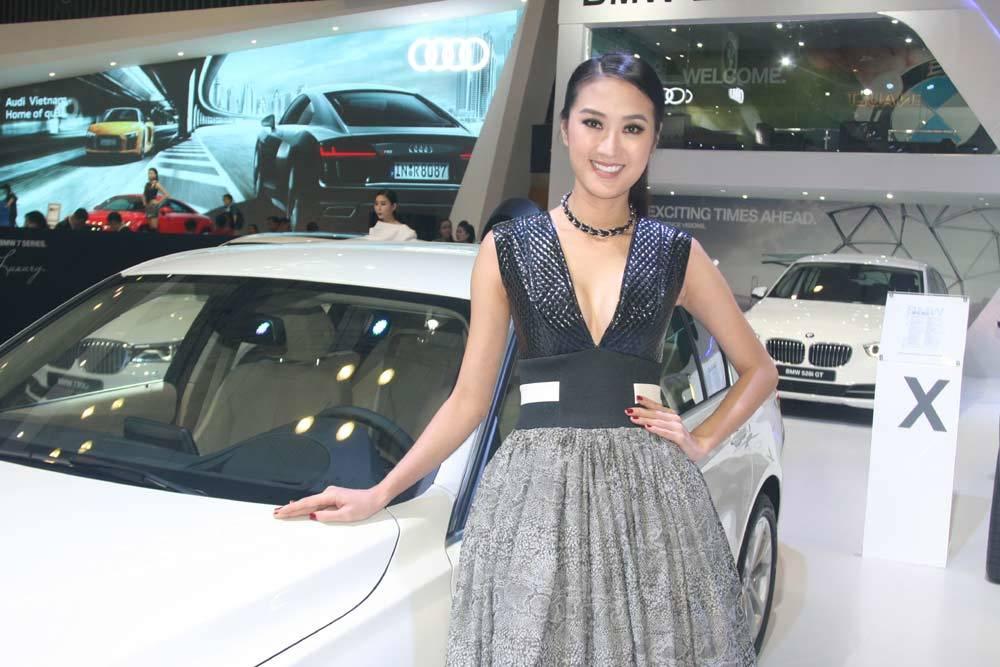 bóng hồng, Triển lãm ô tô quốc tế, mẫu xe, thương hiệu hạng sang, Mecerdes Benz, Bentley, Lamborghini, BMW, Maserati, Infiniti, nhà giàu, ô tô