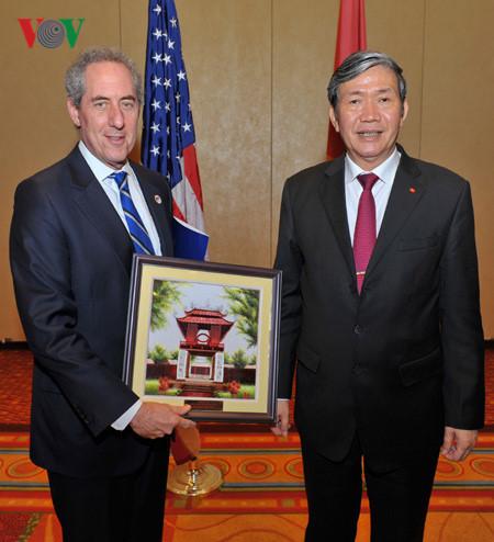 Thường trực Ban Bí thư Đinh Thế Huynh, Ngoại trưởng Hoa Kỳ John Kerry, ông Đinh Thế Huynh thăm Mỹ
