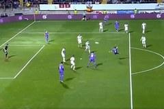 """Tái hiện siêu phẩm của Zidane, sao Real bị đồng đội """"hành hạ"""""""