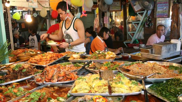 mua sắm, ăn uống, 'đốt tiền', đi du lịch, tiết kiệm, chi phí, chi tiêu, đồ ăn, chặt chém, du khách