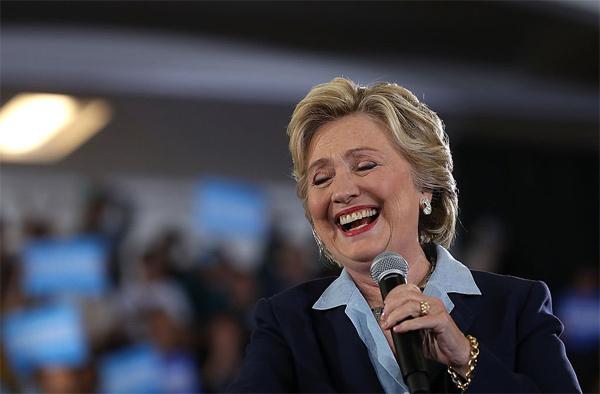 Hillary đánh bại Trump ở mọi cuộc thăm dò