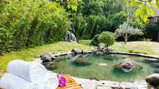 Tắm khoáng nóng ở khu nghỉ dưỡng 4 sao đầu tiên của Hòa Bình