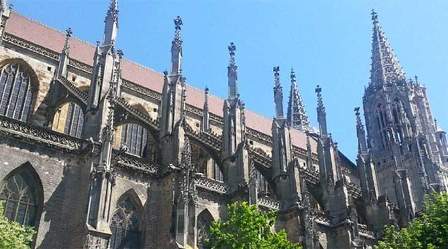 Nhà thờ cao nhất thế giới bị xói mòn vì nạn tè bậy