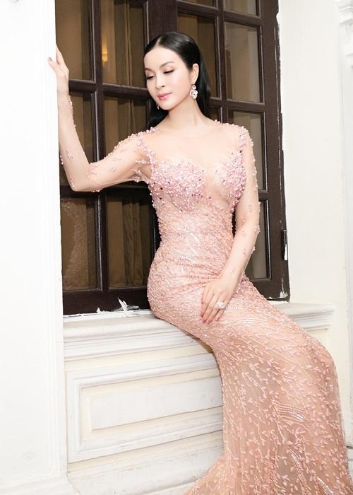 Vóc dáng nuột nà khó tin của U50 Thanh Mai