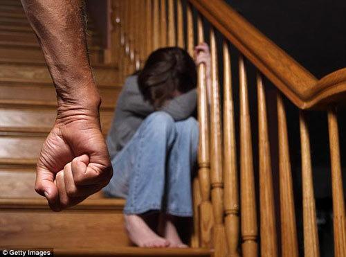 Bố đẻ đi tù 48 năm vì tra tấn, cưỡng bức con gái ròng rã