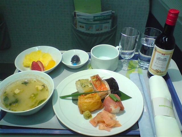 Những suất ăn trên máy bay xịn chẳng kém gì khách sạn hạng sang