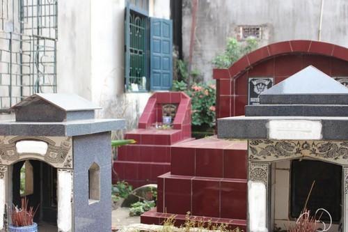 """Hà Nội: Bao giờ hết cảnh """"sống cùng nghĩa địa"""" tại các khu dân cư?"""