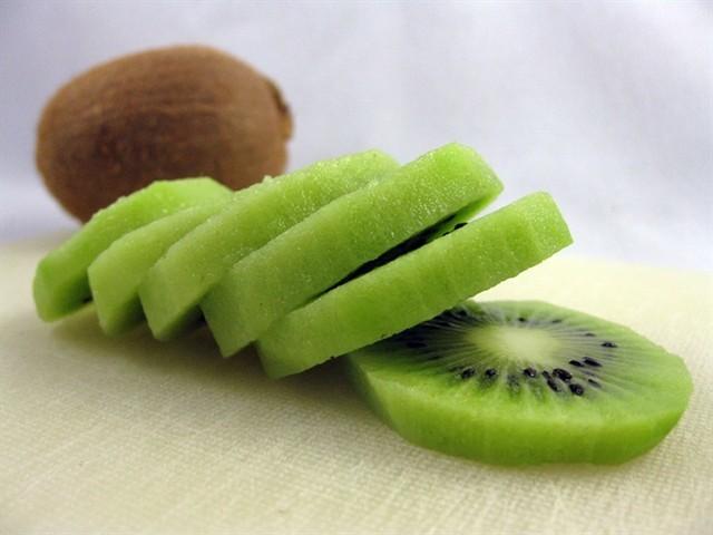 kiwi Trung Quốc, kiwi Tàu, kiwi nhập khẩu, kiwi Mỹ, kiwi New Zealand, kiwi, hoa quả Tàu, trái cây, đội lốt hàng Tàu, kiwi ngâm hóa chất