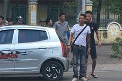 Hiệp Gà chở vợ mang bầu đâm vào xe ô tô gây tai nạn