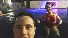 Ander Herrera khoe bồ xinh ở bể bơi