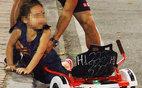Bé gái ngã chảy máu đầu vì đi xe tự cân bằng ở phố đi bộ Hà Nội