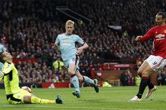 Ibrahimovic quá vô duyên, MU bất lực trước Burnley