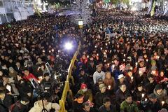 Hàn Quốc dậy sóng biểu tình đòi tổng thống từ chức