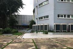 Nam sinh viên rơi lầu Trường ĐH Y dược TP.HCM