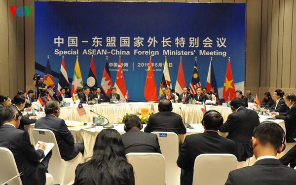 Cách vượt qua bế tắc của ASEAN trên Biển Đông