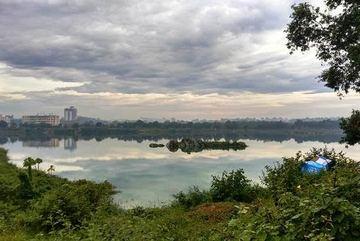 5 người bơi ra mỏm đá giữa hồ, 1 người chết