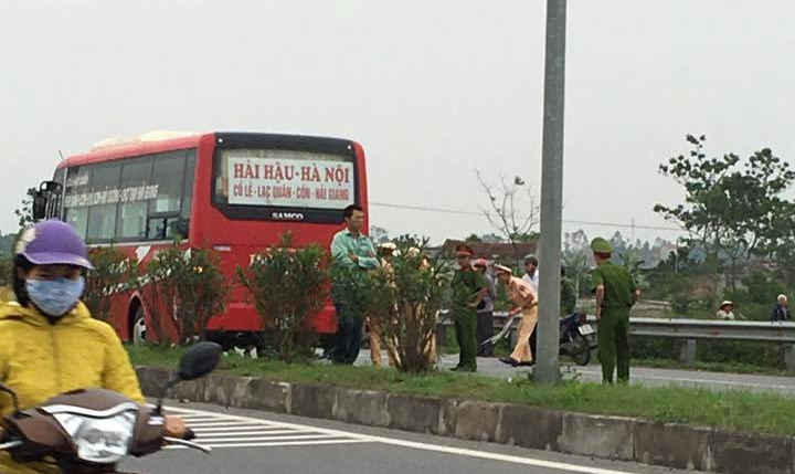 Hà Nam: Hai học sinh chết thảm dưới bánh xe