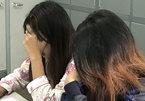 2 thiếu nữ đánh bạn, bắt liếm chân bật khóc tại công an