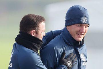 Mourinho bất ngờ gọi lại Schweinsteiger sau 4 tháng bỏ rơi