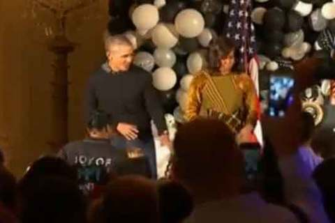 Xem vợ chồng Obama nhảy Michael Jackson trong lễ Halloween