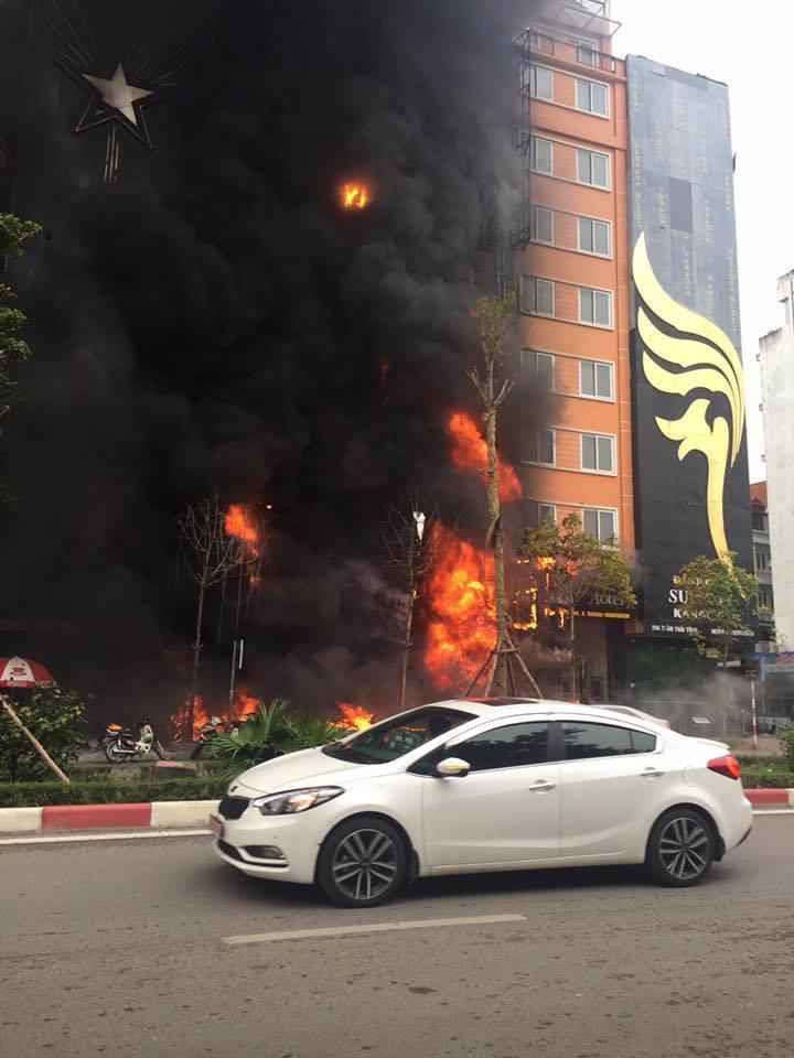 Cháy lớn tại quán karaoke