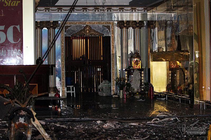Hoang tàn sau đám cháy quán karaoke